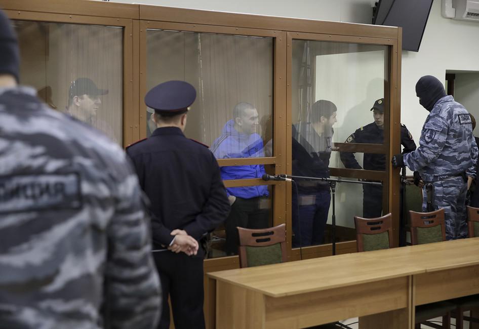 Обвиняемые вубийстве Бориса Немцова вМосковском военном окружном суде. Фото: Павел Головкин/ AP/ East News