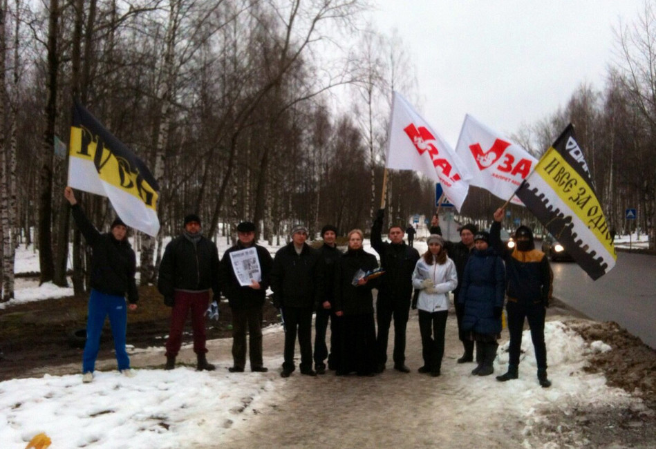 Активисты организации «Рубеж Севера» совместно спредставителями Сыктывкарской иВоркутинской Епархии напикете против абортов. Фото: Вконтакте