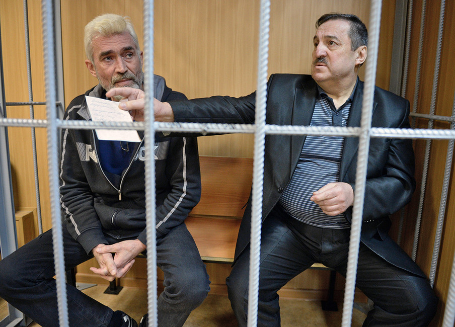 Сергей Черенков (слева) иСергей Похилюк (справа) наслушаниях поихделу вПресненском суде. Фото: Петр Кассин/ Коммерсантъ