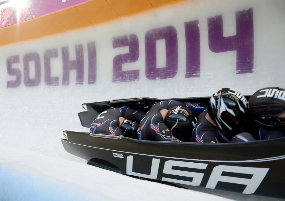 Соревнования побобслею среди мужчин наXXII Олимпийских играх.  Фото: Chuck Myers/ ТАСС