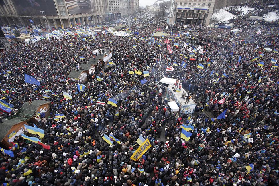Толпа сторонников евроинтеграции наМайдане. Киев, 8декабря 2013. Фото: Stoyan Nenov/ Reuters