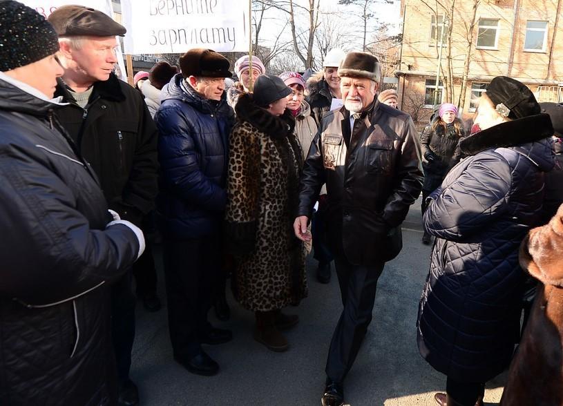 Михаил Харченко намитинге возле проходной «Радиоприбора», 25декабря 2015года. Фото: Дмитрий Комаров