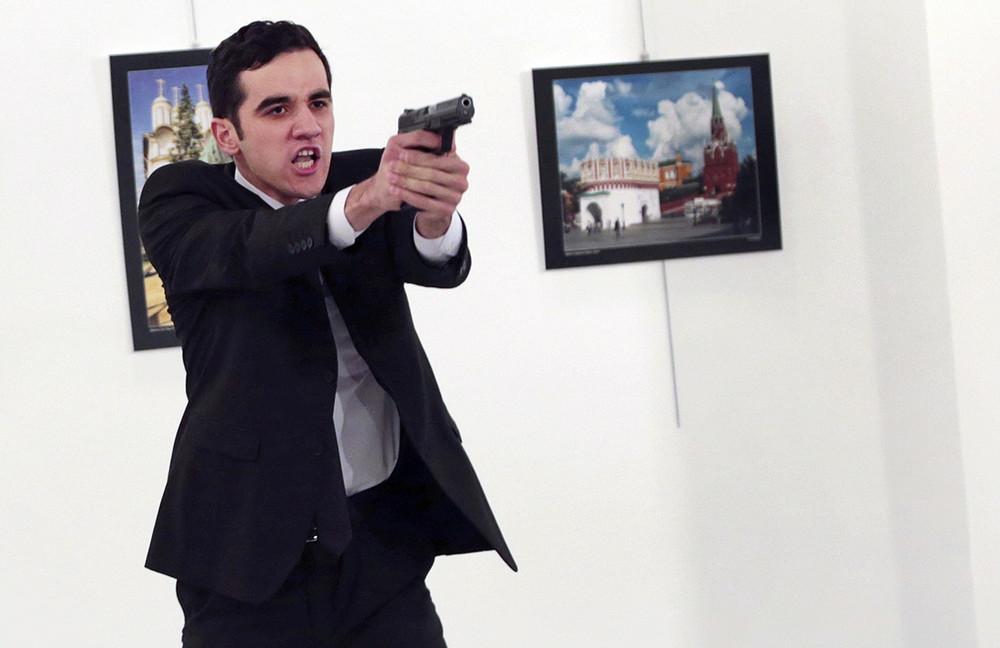 Убийца посла Мерт Алтынташ. Фото: Burhan Ozbilici/ AP/ East News