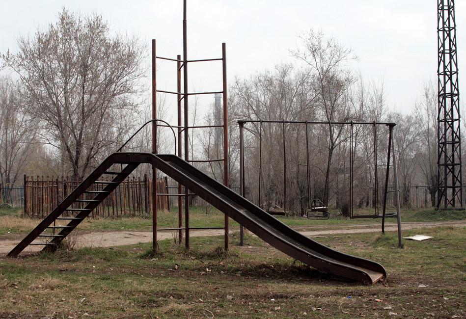 Детская площадка вгороде Чапаевск. Фото: Бочкарев Евгений/ Коммерсантъ