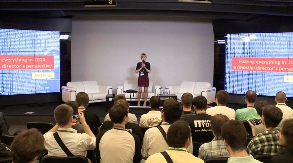Глава ЦОР Security Алиса Шевченко на конференции Positive Technologies в 2014 году. Кадр: Positive Technologies / Vimeo