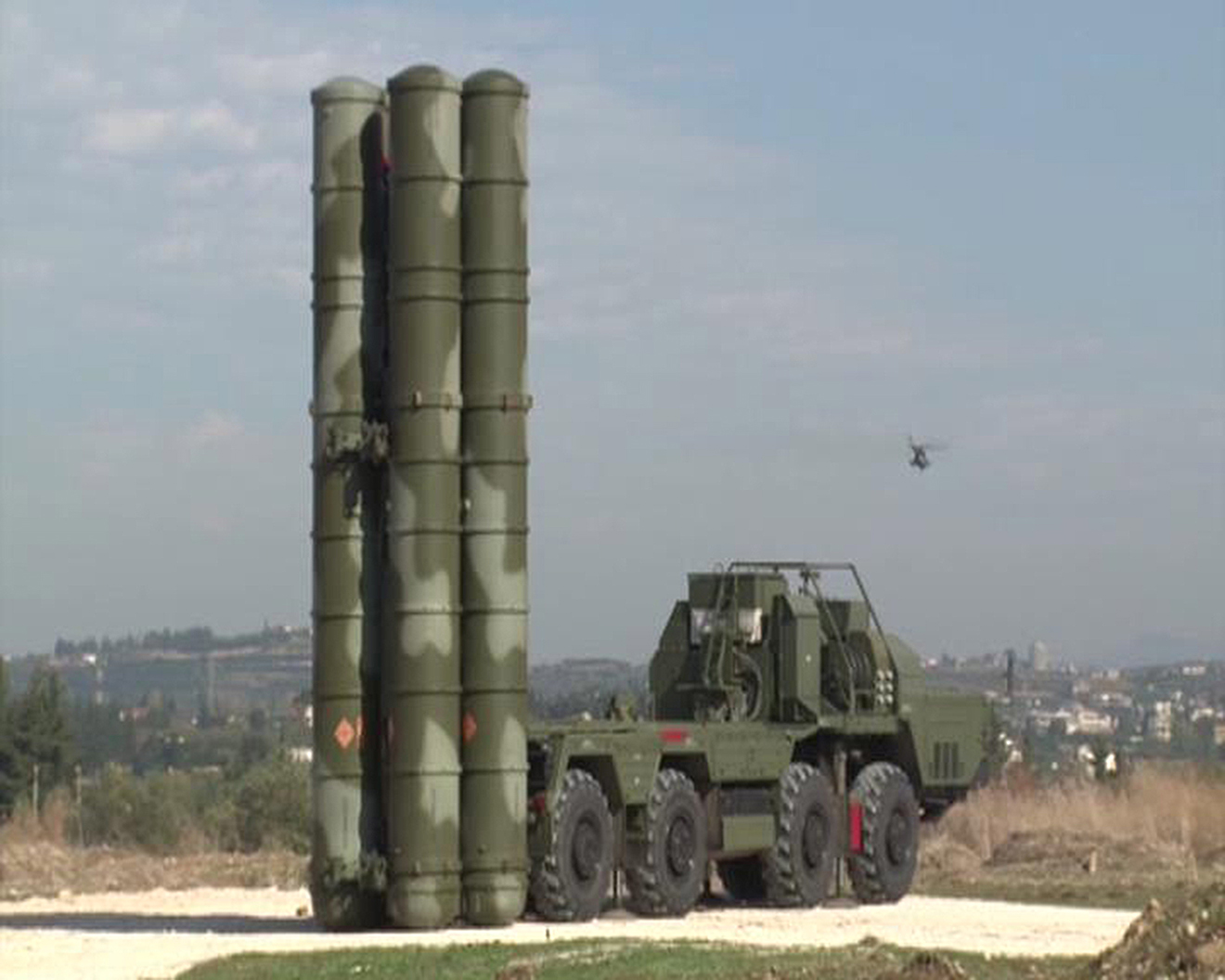 Развертывание российского зенитного ракетного комплекса С-400 на территории авиабазы Хмеймим в Сирии.