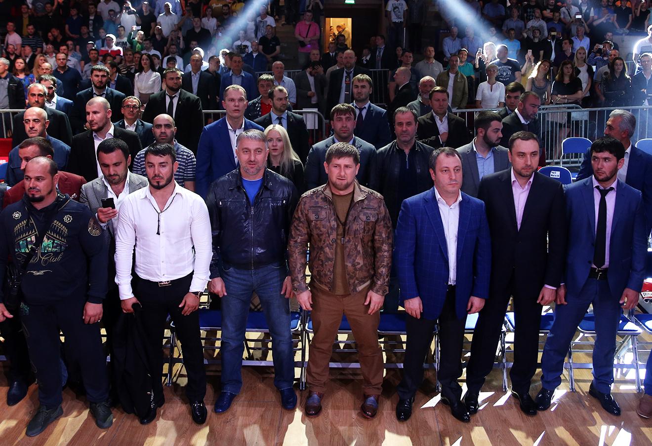 Рамзан Кадыров во время боксерского поединка, третий слева - Адам Делимханов.