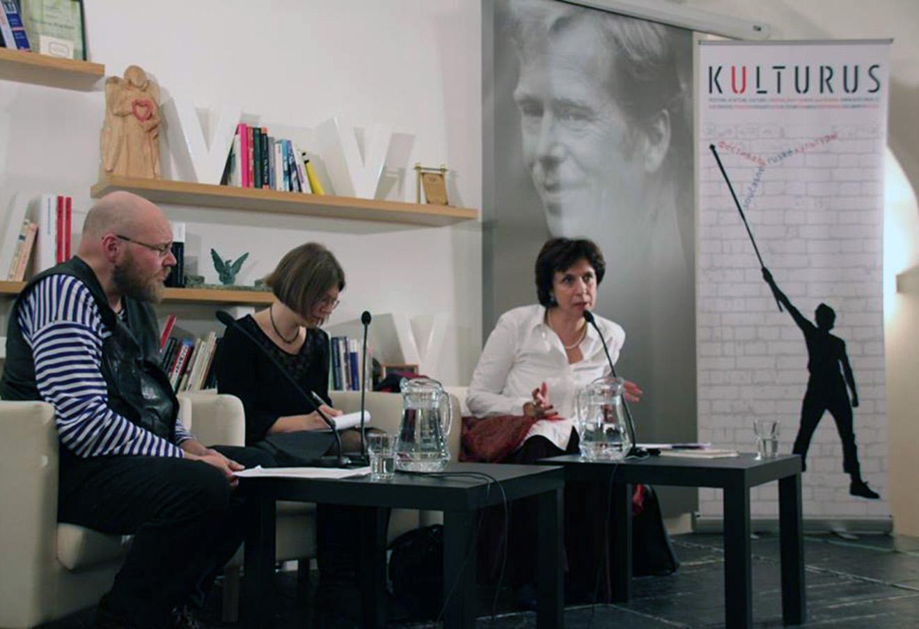 Зоя Светова (справа) на фестивале Kulturus в Праге. Фото: Kulturus / Facebook