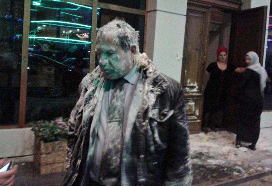 Нападение на правозащитника Игоря Каляпина в Грозном, 16 марта 2016. Фото: @Moskvychova