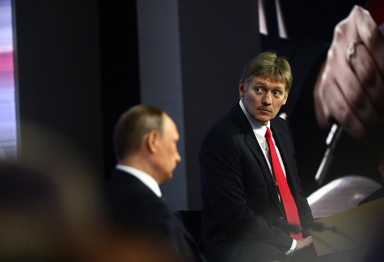 Владимир Путин и Дмитрий Песков, 17 декабря 2015 года.