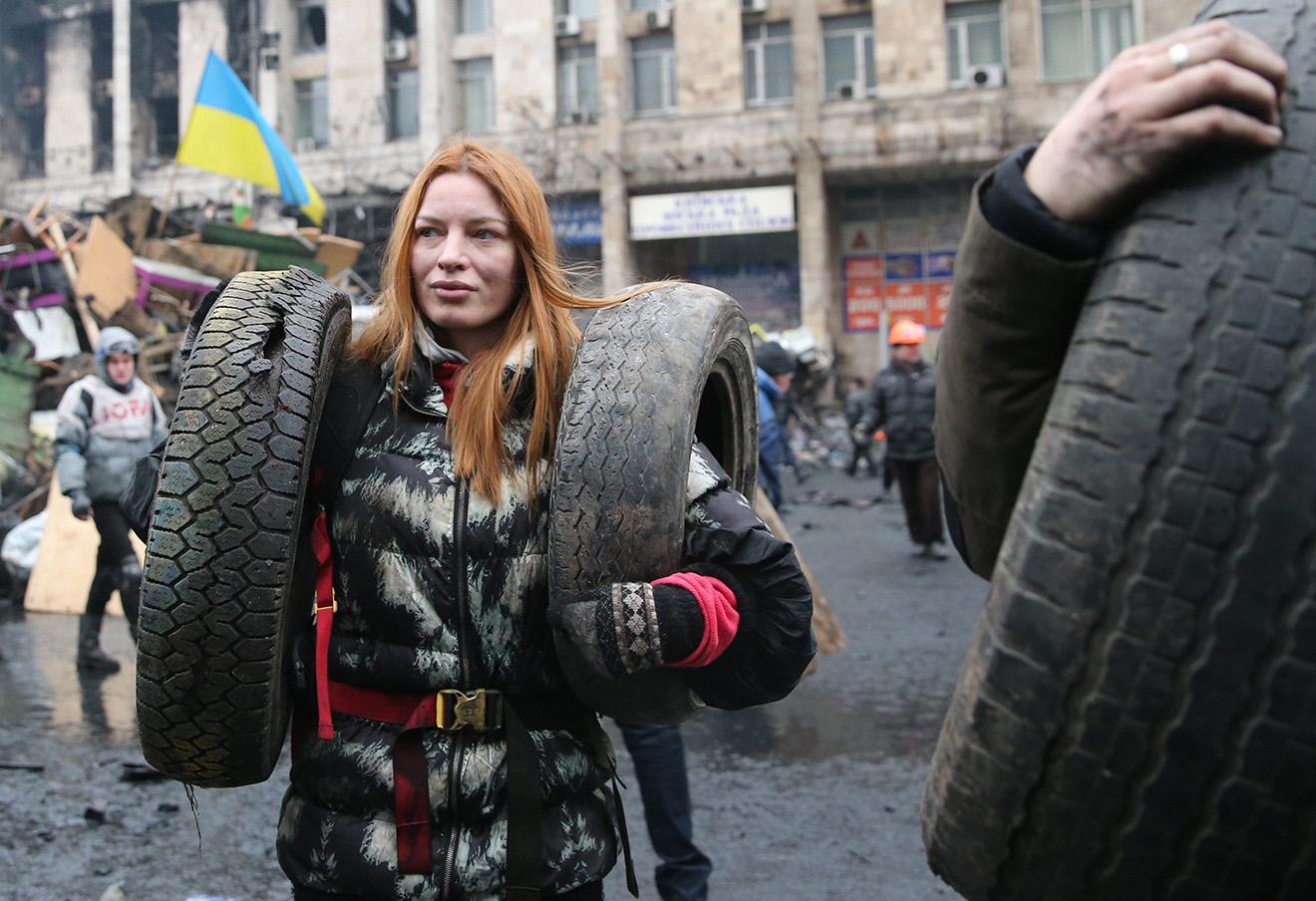 Участница столкновений на Майдане незалежности в Киеве, 2014 год.