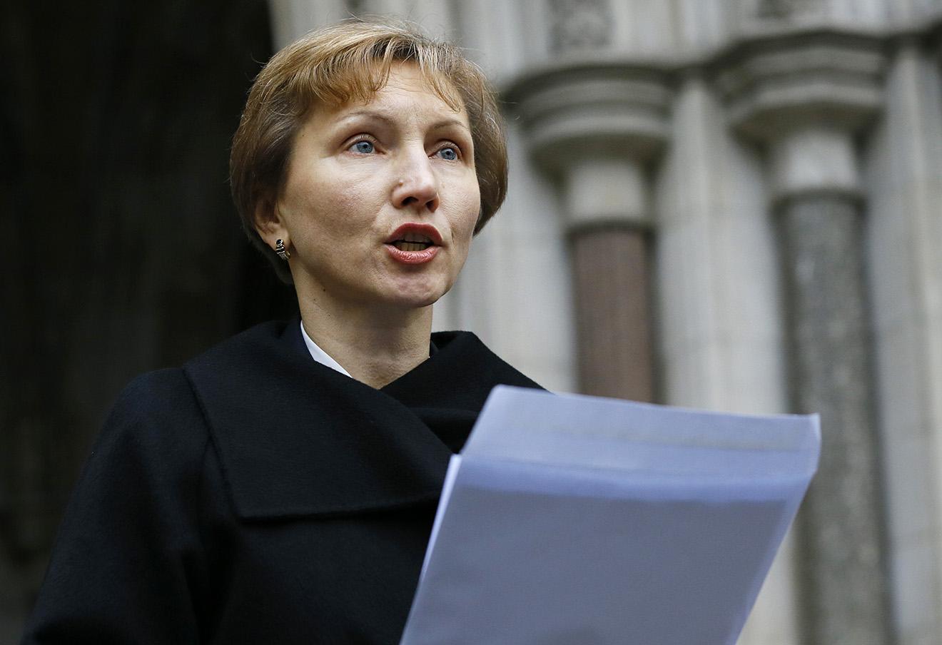 Марина Литвиненко зачитывает свое заявлении около Королевского суда в Лондоне, 21 января 2016 года.