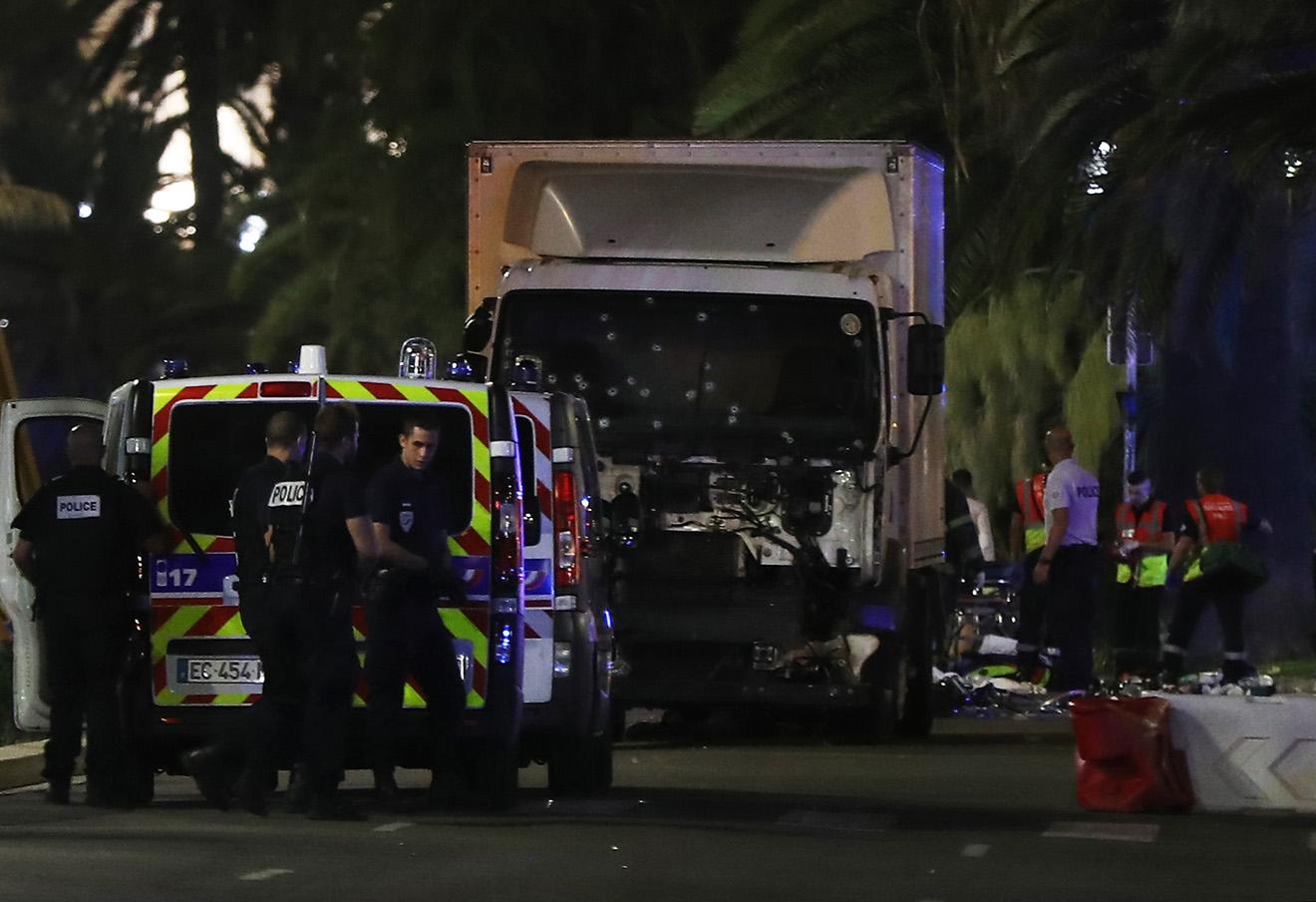 Полиция на месте теракта в Ницце.