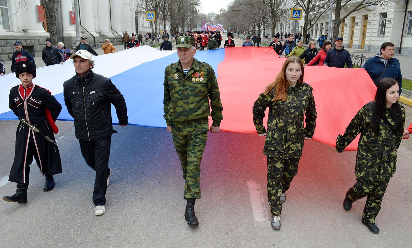 Шествие отряда общественной организации «Севастопольская самооборона» в честь годовщины воссоединения Крыма с Россией.