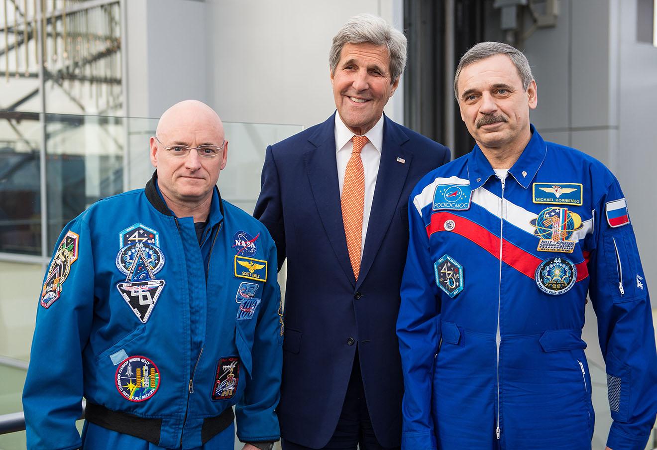 Скотт Келли, Джон Керри и Михаил Корниенко (слева направо), март 2016 года.