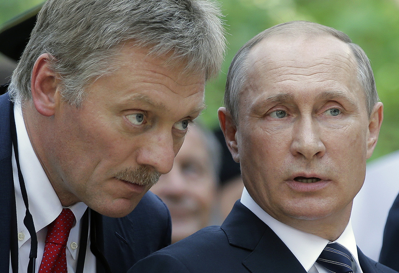 Дмитрий Песков и Владимир Путин. Фото: Михаил Метцель / ТАСС