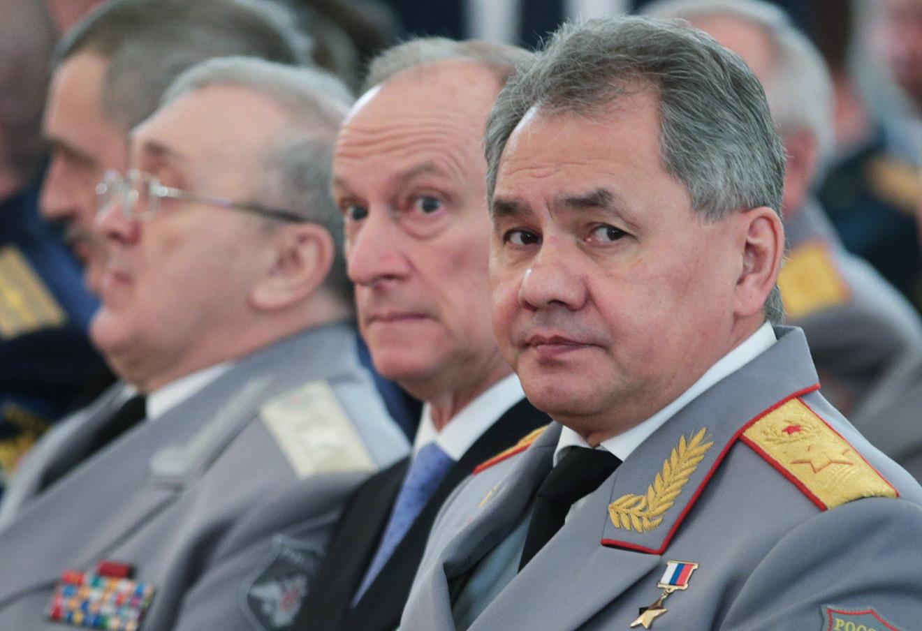 Сергей Шойгу (справа).