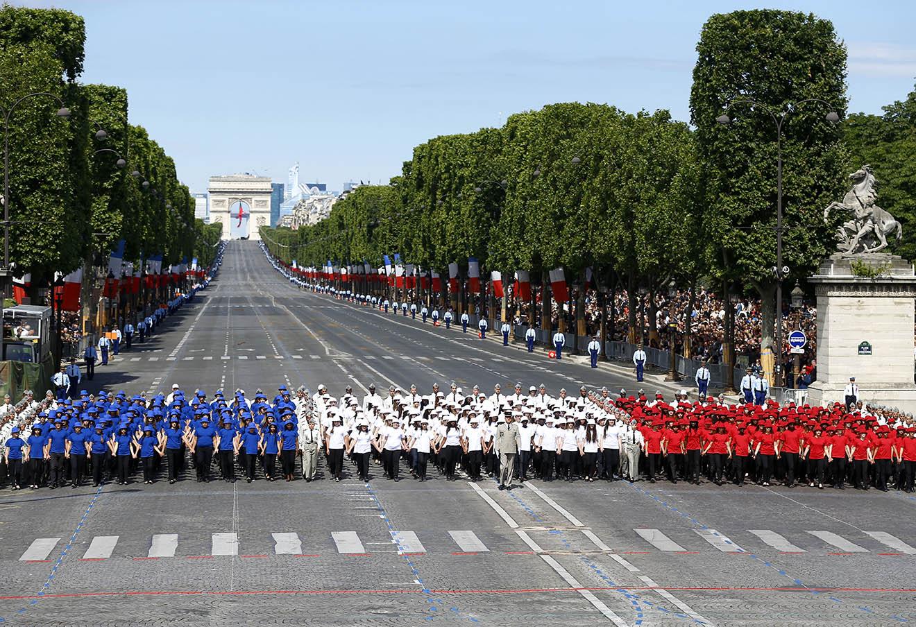 Парад в День взятия Бастилии в Париже, 14 июля 2016 года.
