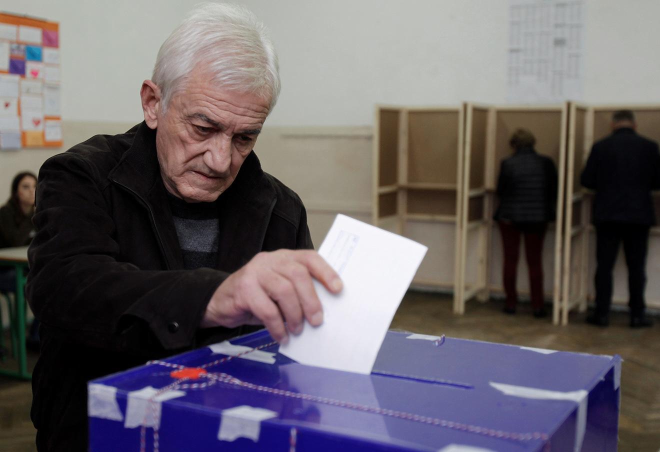 Избирательный участок в Подгорице. Фото: Stevo Vasiljevic / Reuters