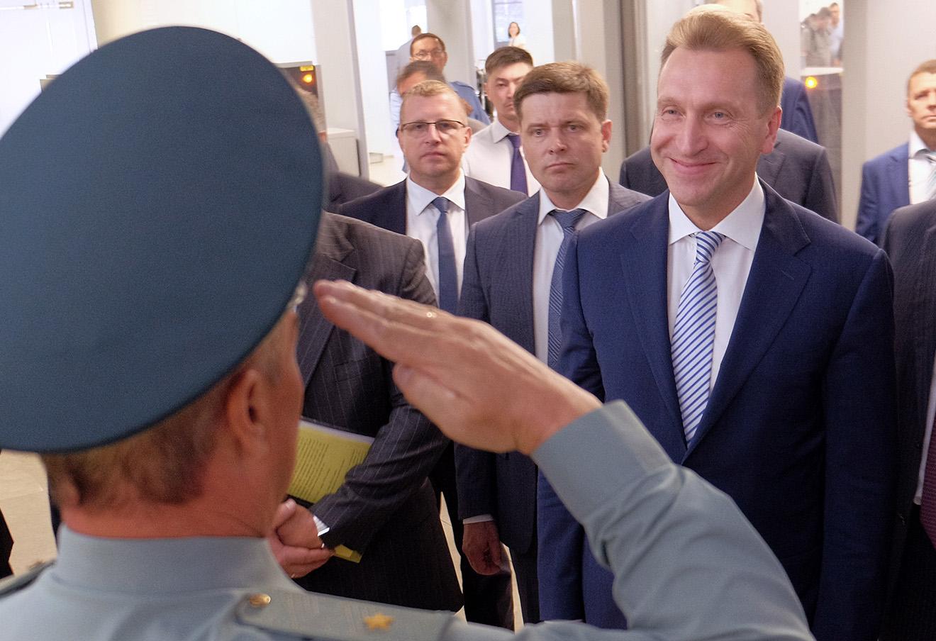 Игорь Шувалов (справа).