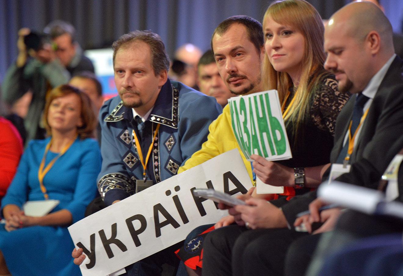 Роман Цимбалюк (в центре).