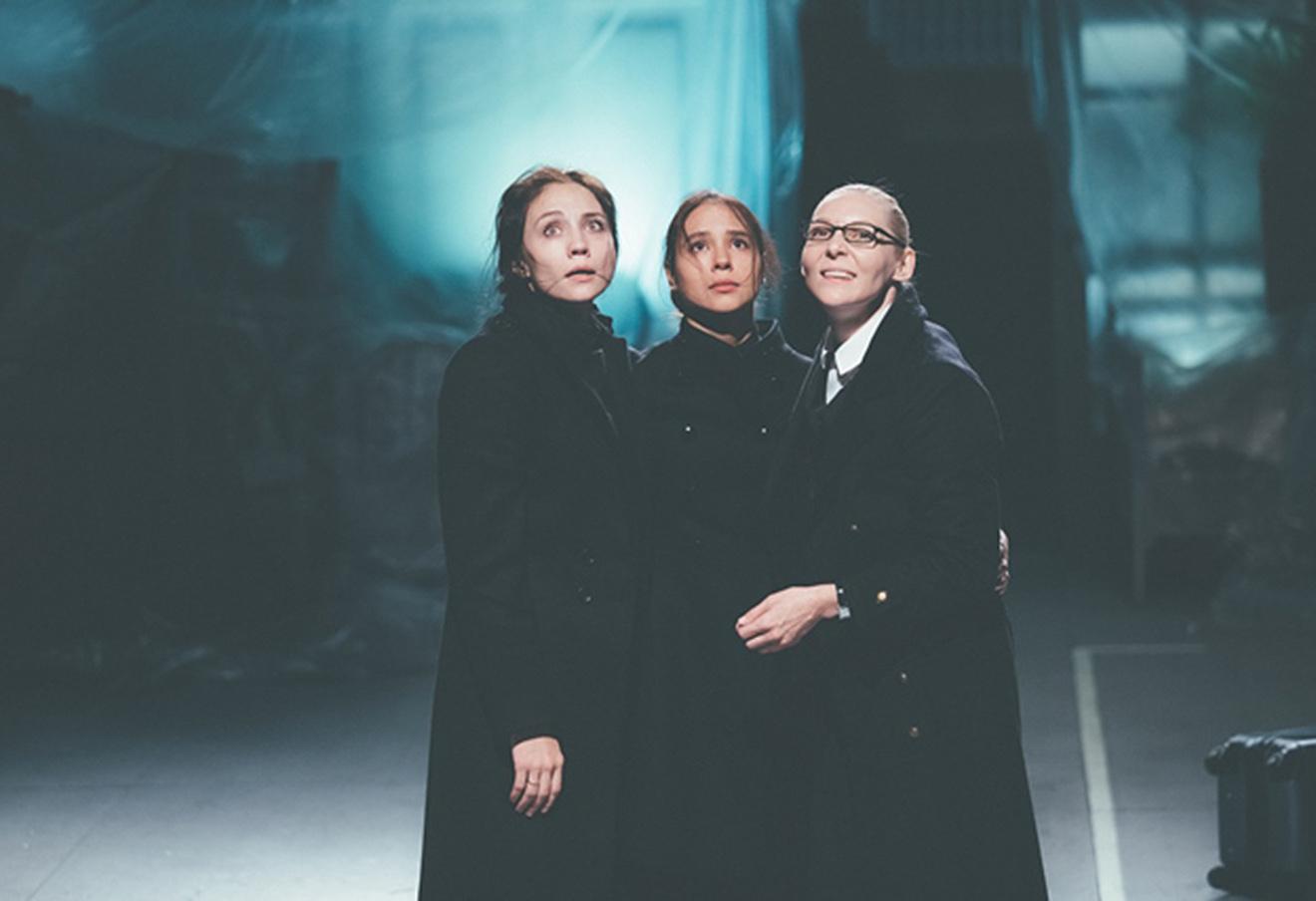 Фрагмент спектакля «Три сестры» новосибирского театра «Красный факел».