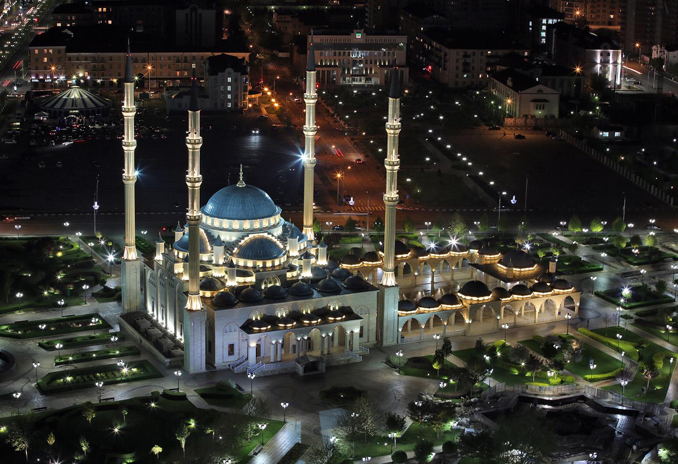 Вид на центральную мечеть им. Ахмата Кадырова «Сердце Чечни».