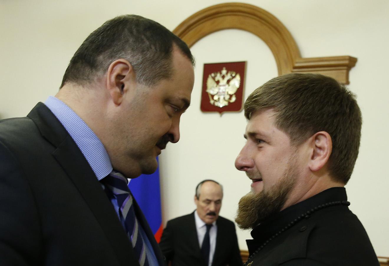 Сергей Меликов и Рамзан Кадыров (слева направо) перед началом заседания Правительственной комиссии по вопросам социально-экономического развития Северо-Кавказского федерального округа.