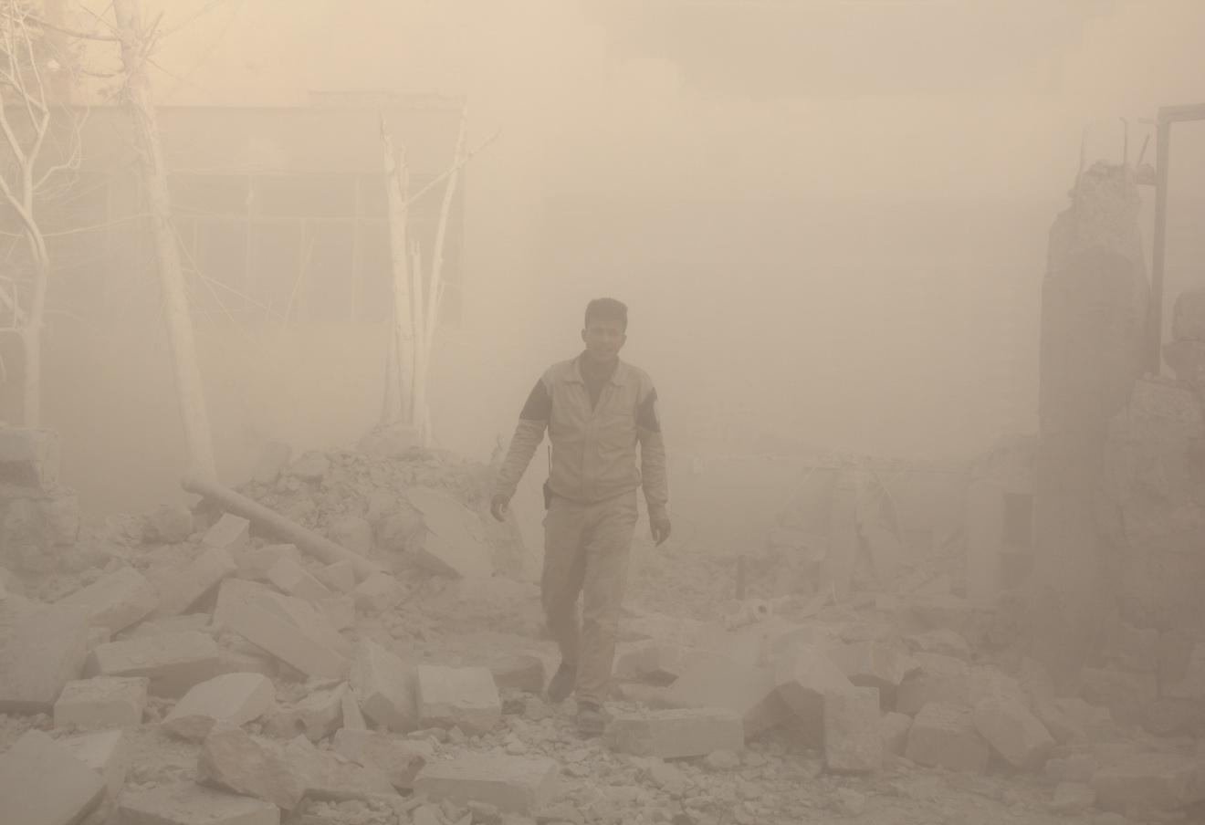 Участник формирований гражданской обороны в Сирии.