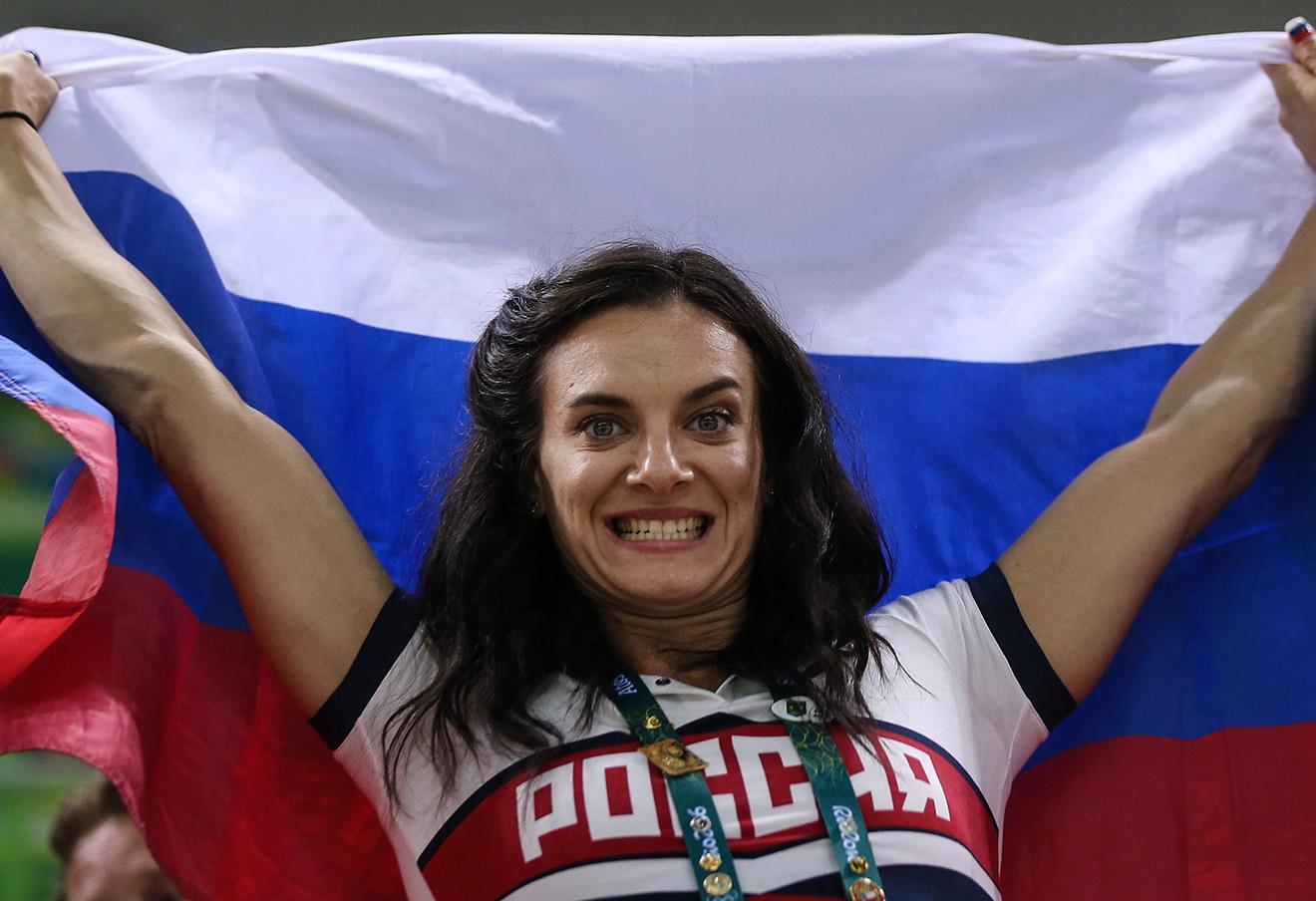 Елена Исинбаева на финальном матче по гандболу среди женщин между сборными командами Франции и России на XXXI летних Олимпийских играх. Фото: Валерий Шарифулин / ТАСС