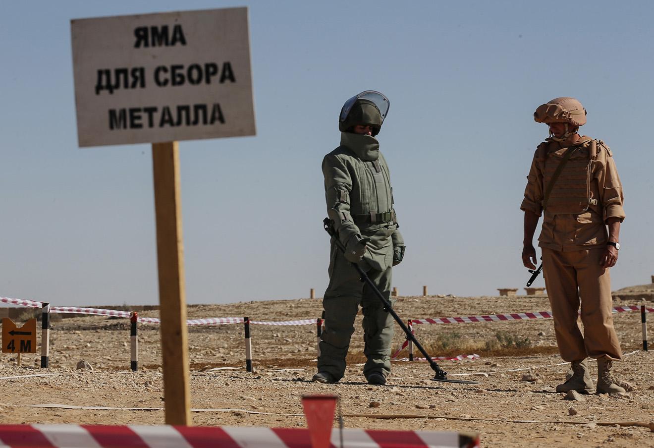Обучение сирийских солдат российскими военнослужащими поисковой тактике и обнаружению взрывных устройств, Пальмира.