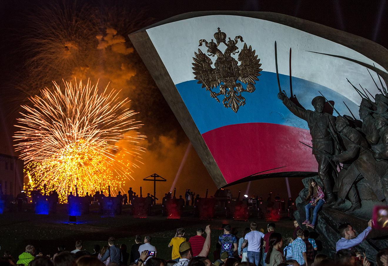 Праздничный салют на Поклонной горе, посвященный 71-й годовщине победы во Второй мировой войне.