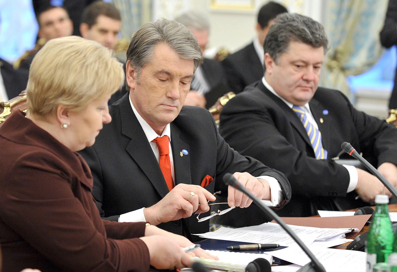 Виктор Ющенко и министр иностранных дел Украины Петр Порошенко, 2009 год.