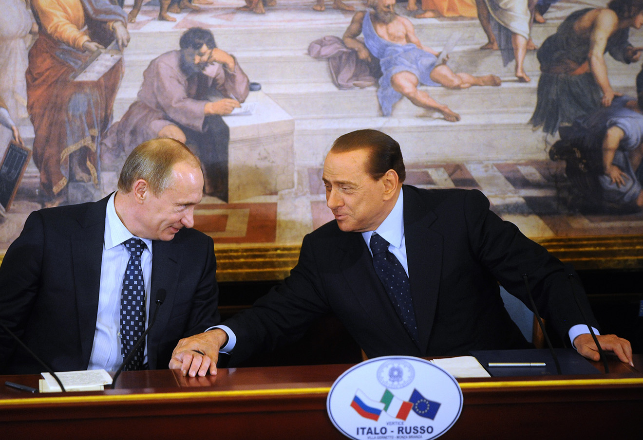 Владимир Путин и премьер-министр Италии Сильвио Берлускони во время совместной пресс-конференции, 2010 год.