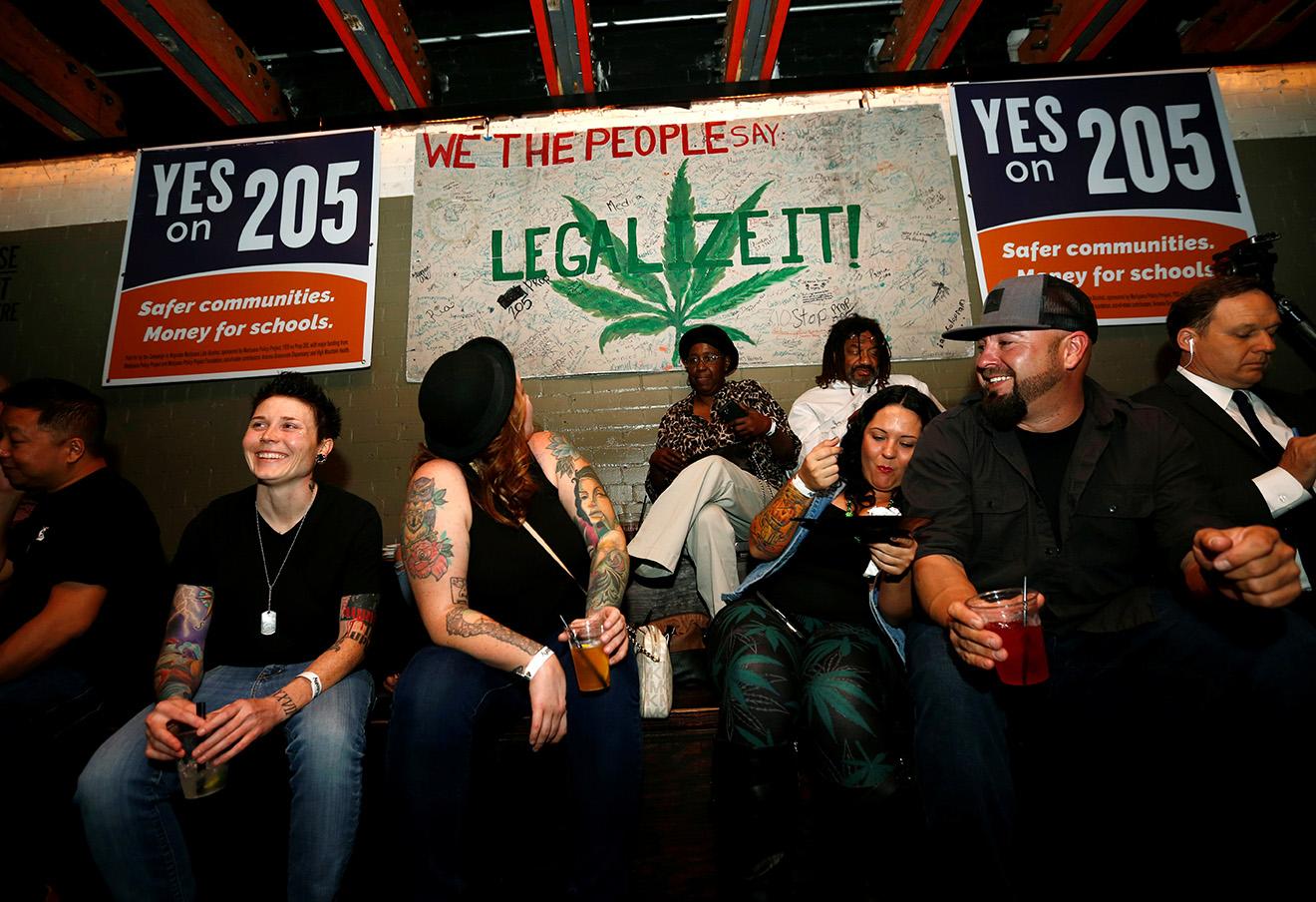 Сторонники легализации марихуаны в ожидании результатов референдума. Фото: Nancy Wiechec / Reuters