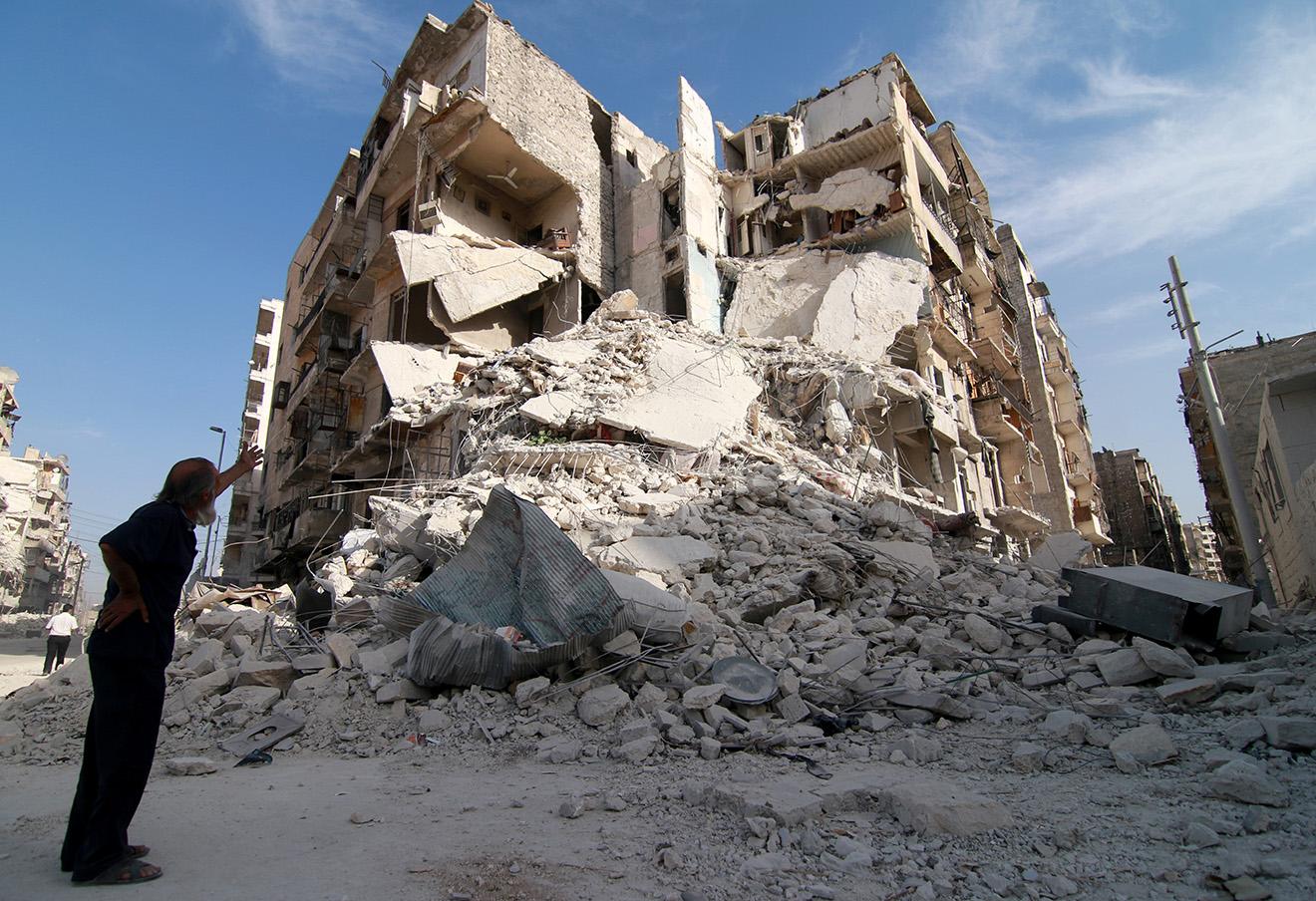 Здание, разрушенное в результате воздушных авиаударов российской армии. Алеппо, 5 октября 2016. Фото: Jawad al Rifai / AFP