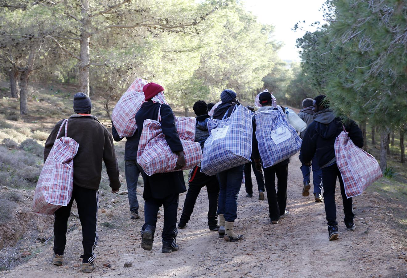 Марроканские беженцы близ Мелильи.