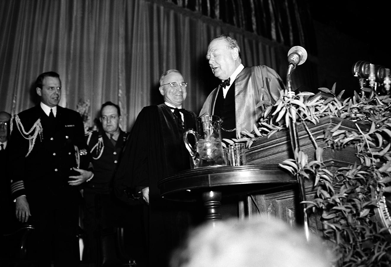Уинстон Черчилль в Фултоне 5 марта 1946 года.