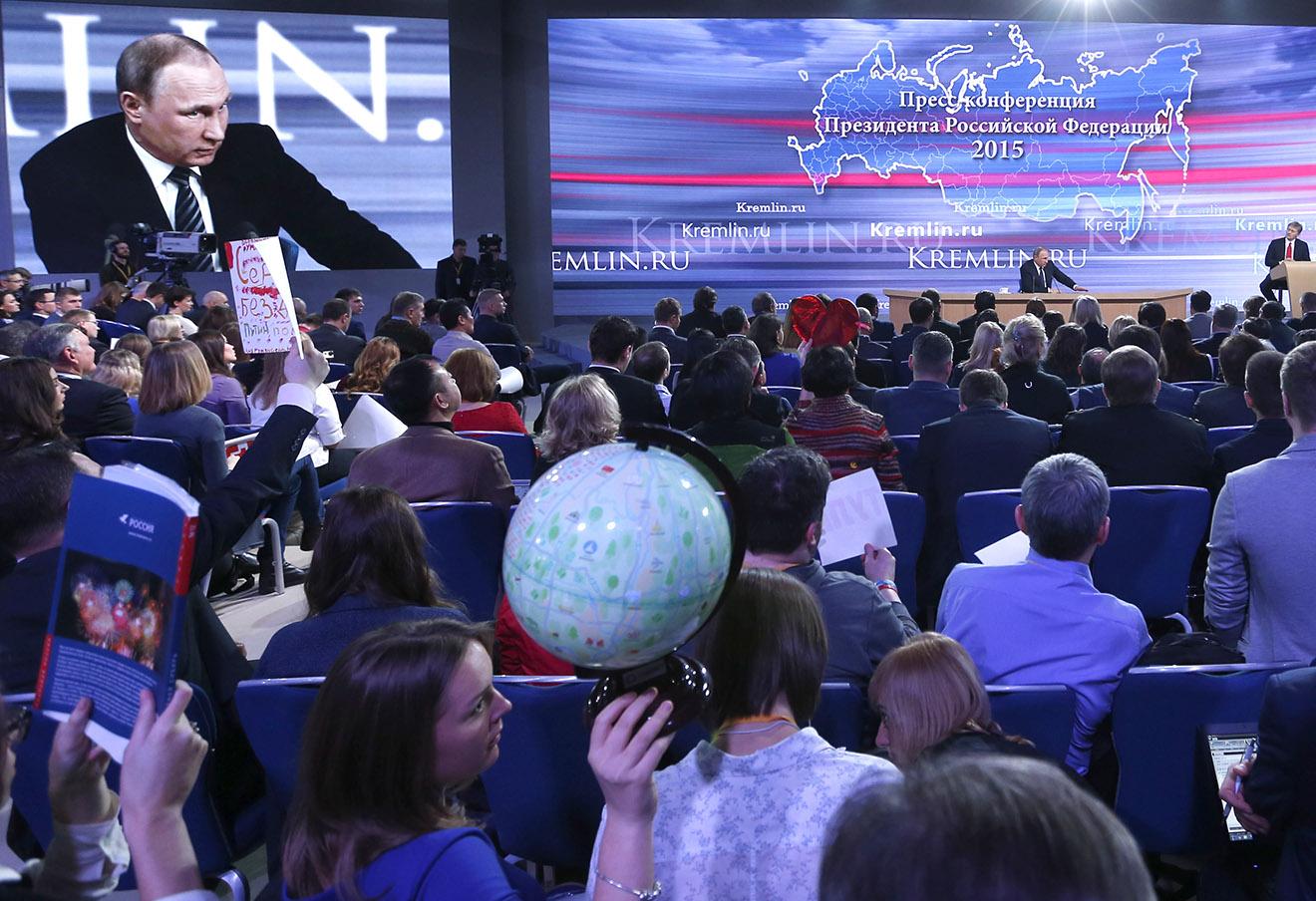 Владимир Путин во время пресс-конференции в Центре международной торговли в 2015 году.