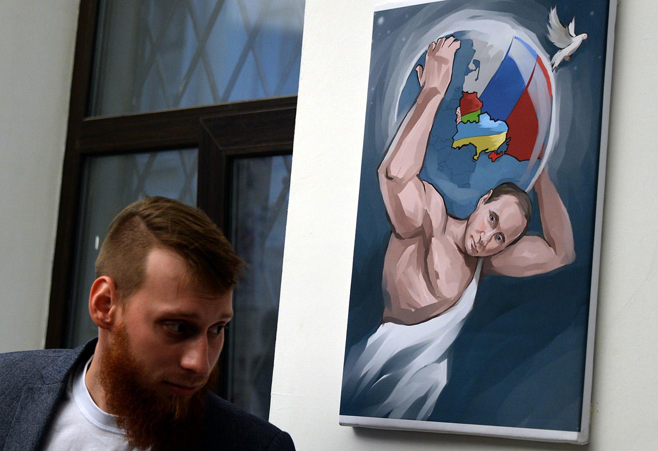 На выставке «12 подвигов Путина» в честь 62х-летия Владимира Путина.