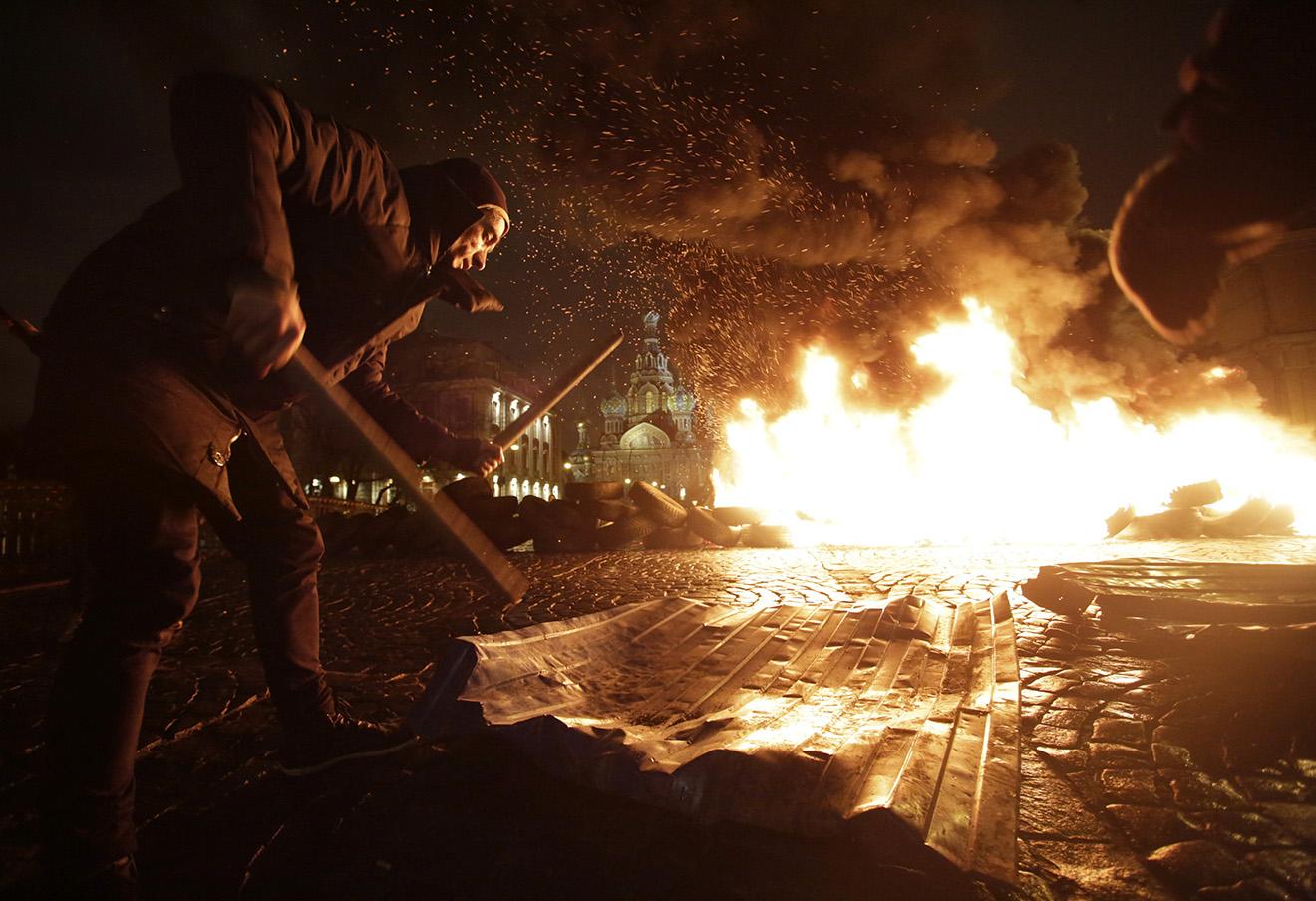 Петр Павленский на акции «Свобода». Фото: Maxim Zmeyev / Reuters