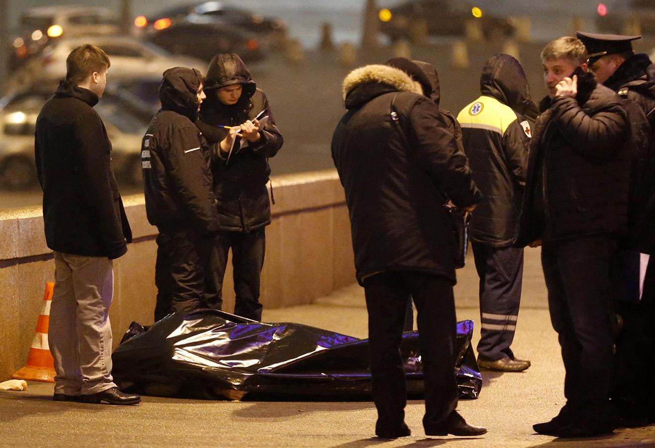 На месте убийства Бориса Немцова. 28 февраля 2016. Фото: Михаил Джапаридзе / ТАСС