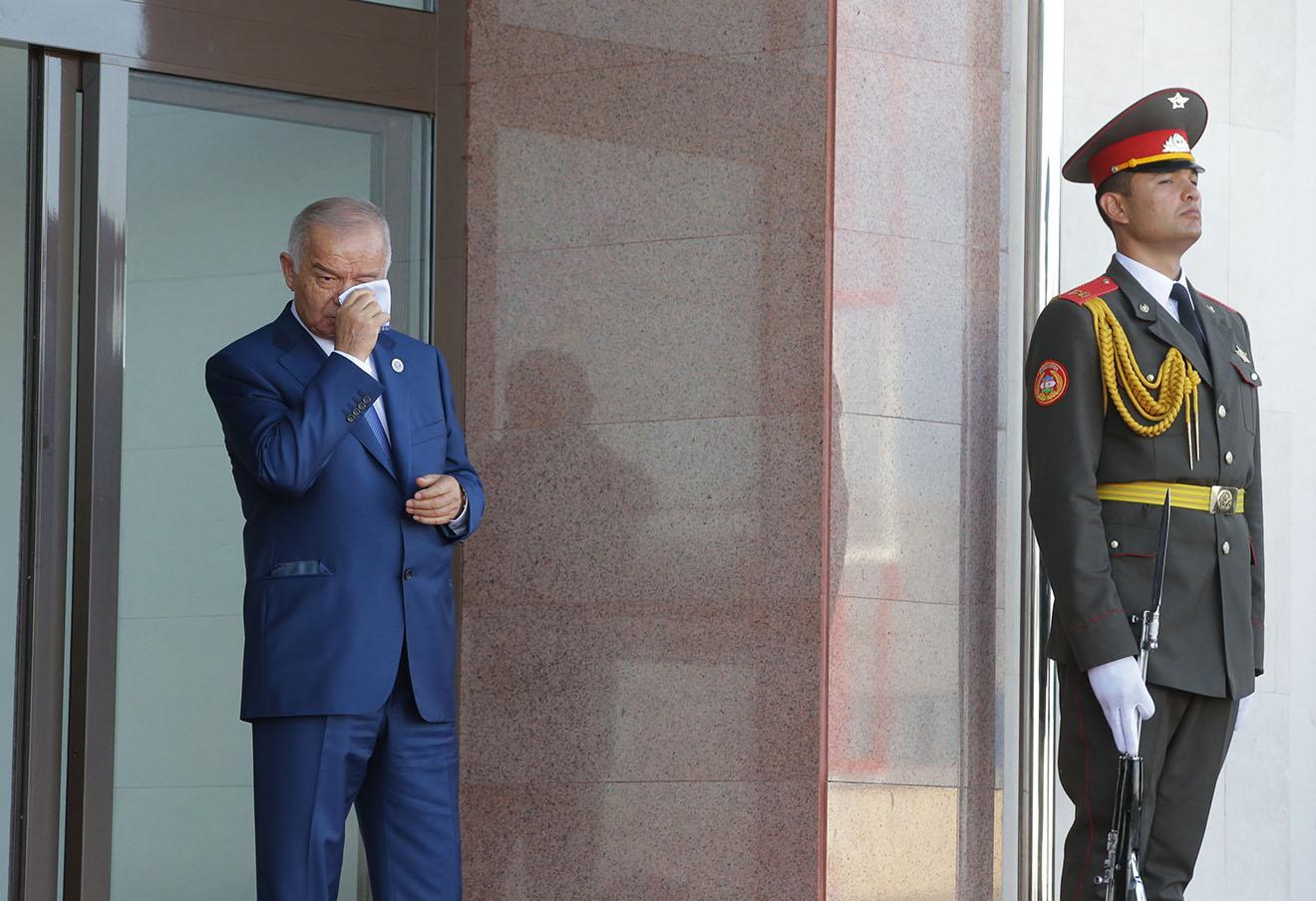 Президент Узбекистана Ислам Каримов на церемонии проводов Владимира Путина в аэропорту города Ташкента, 24 июня 2016 года. Фото: Михаил Метцель / ТАСС