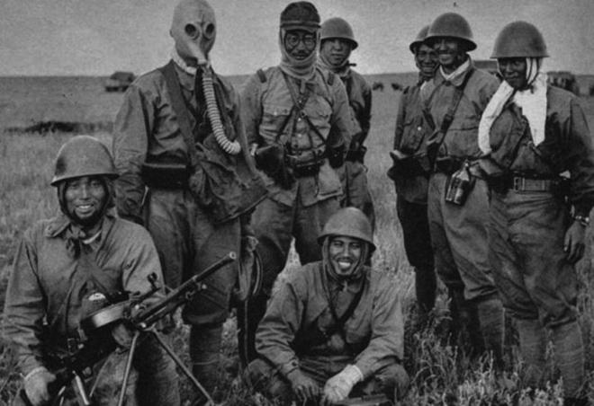 Японские войска с трофейным советским пулеметом