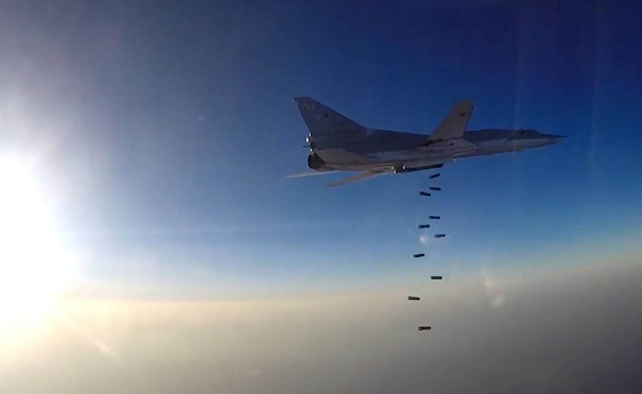 Дальний бомбардировщик Ту-22М3, взлетевший с аэродрома Шахид-Ноже, наносит удар по территории Сирии.