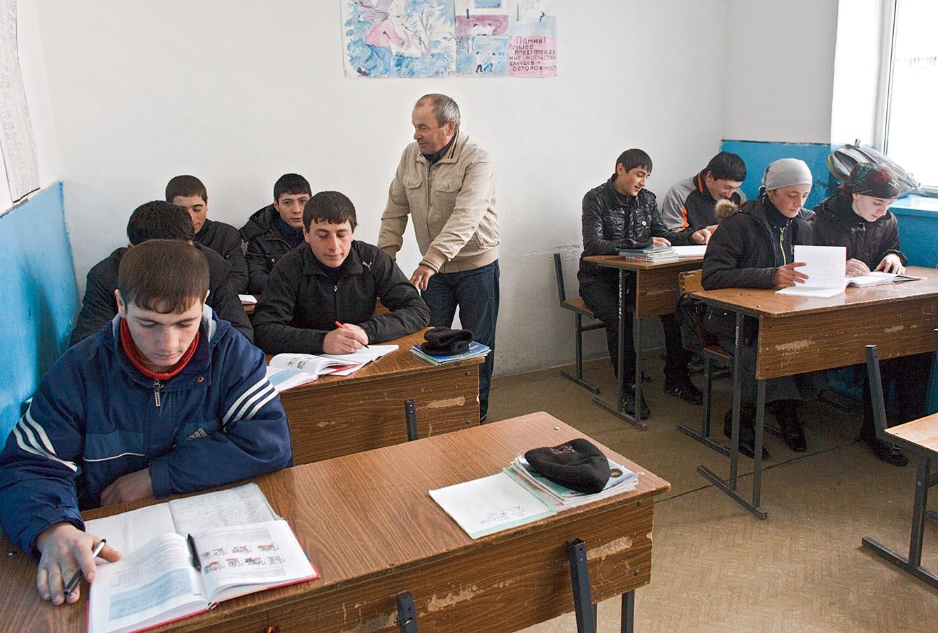 Средняя школа в селе Анди, 2010 год.