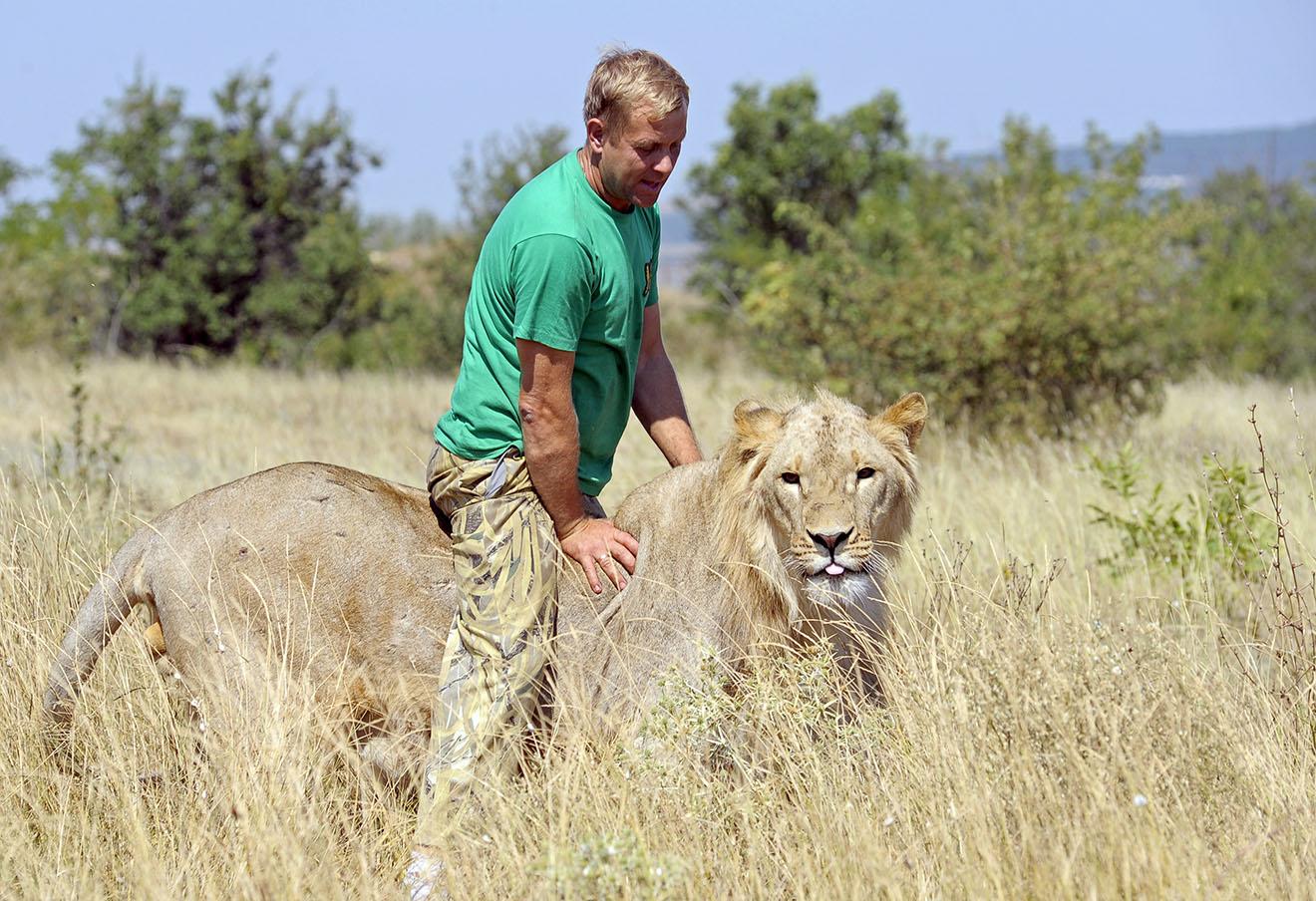 Владелец парка львов «Тайган» Олег Зубков на территории парка в Белогорске.