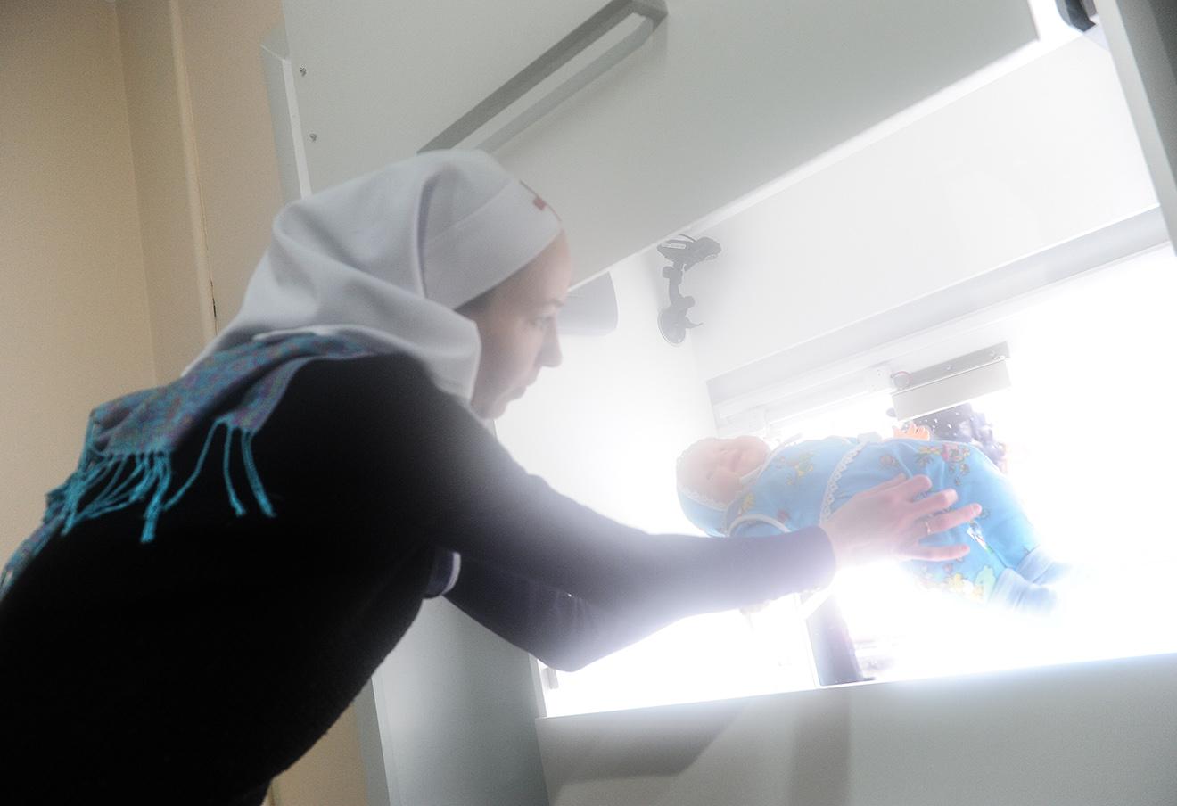 Первый на Урале бэби-бокс, где можно анонимно оставить нежеланного младенца при храме Святителя Иннокентия Московского, 2014 год.