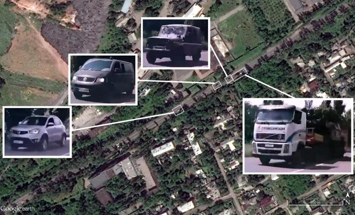 Положение машин с видео, снятого в Макеевке, на спутниковом снимке от 17 июля 2014 года