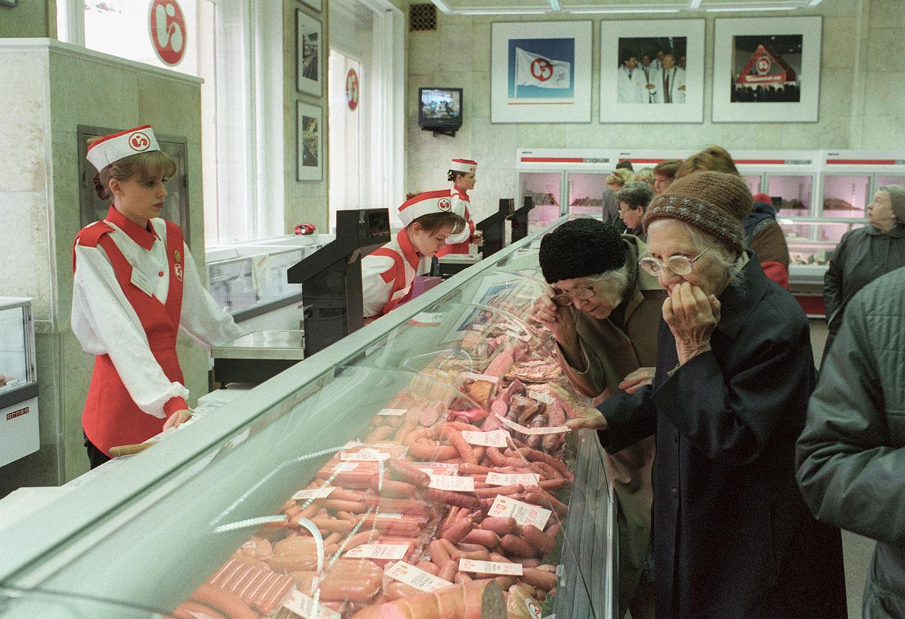 Елисеевский магазин в Москве, 1997 год.